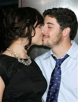 Jason Biggs  and Jenny Mollen