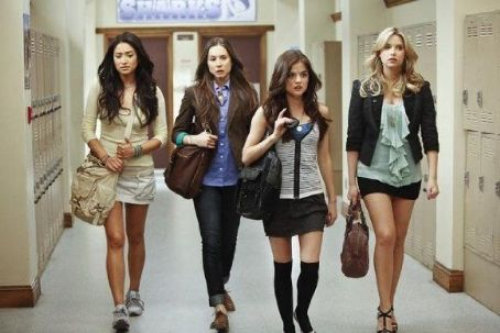 Shay Mitchell Pretty Little Liars (2010)