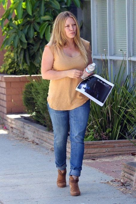 Hilary Duff taking Lola to the vet (August 9)