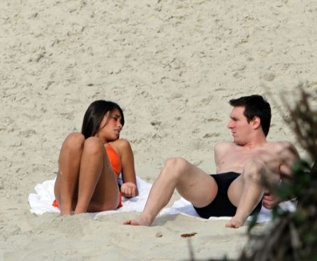 Lionel Messi and Antonella - Leo Messi & Antonella Rocuzzo vacations in Brazil