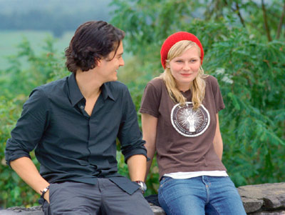 Orlando Bloom and Kirsten Dunst - Orlando Bloom as Drew Baylor and Kirsten Dunst as Claire Colburn in Paramount' drama, Elizabethtown - 2005
