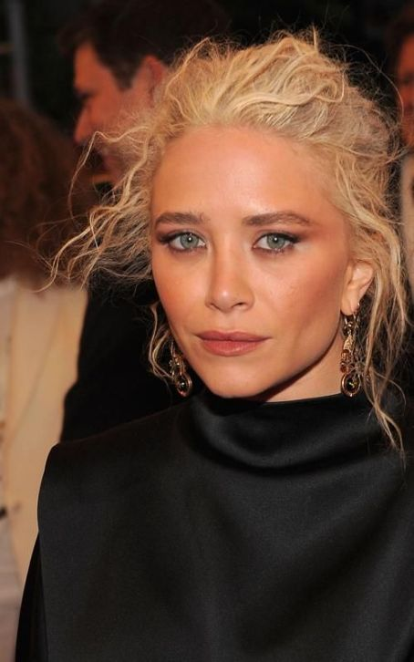Mary-Kate Olsen - Mary Kate Olsen: Beautiful in Black at the 2012 Met Ball