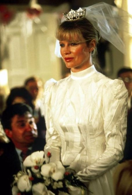 Kim Basinger in My Stepmother Is an Alien (1988)