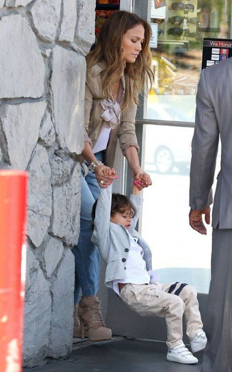 Jennifer Lopez: Child Control Pit Stop