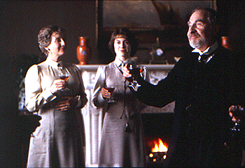 Rebecca Pidgeon Gemma Jones,  and Nigel Hawthorne in The Winslow Boy