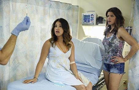 'Jane the Virgin' Review: The CW's New Comedy Is Pregnant With Possibility