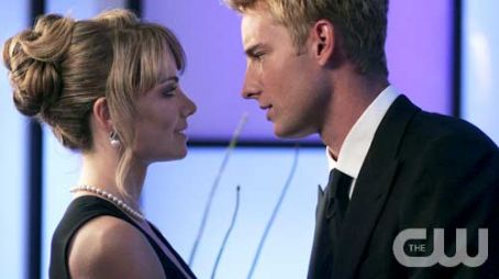 Smallville Erica Durance and Justin Hartley