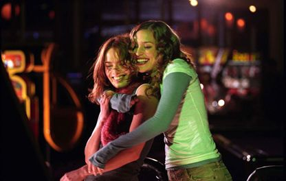 Lena Headey  and Piper Perabo in Imagine Me & You (2005)