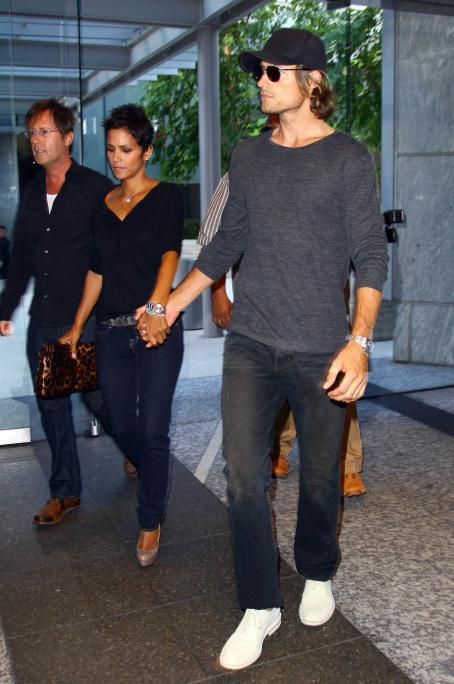 Halle Berry & Gabriel Aubry At An Office Building In Los Angeles - August 6 2009