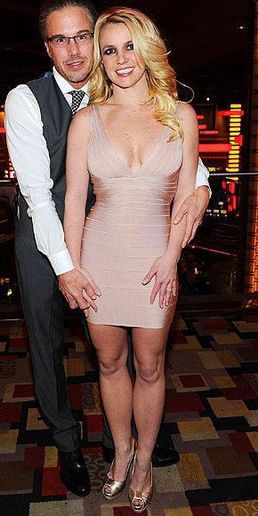 Newly-Engaged Britney Spears' Diamond Ring Debut!
