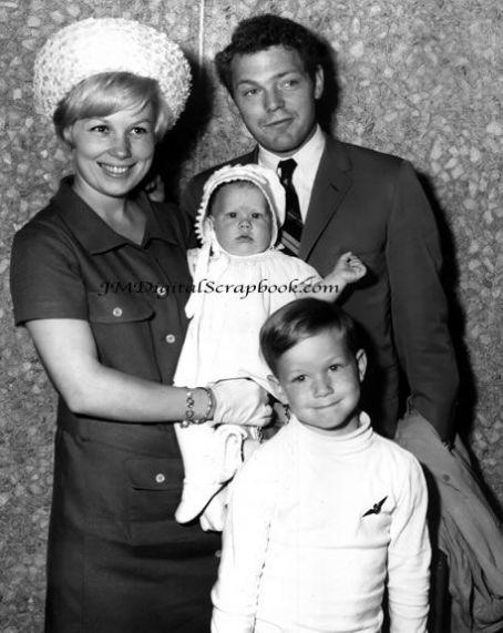 Joyce Bulifant , James MacArthur & family 1965