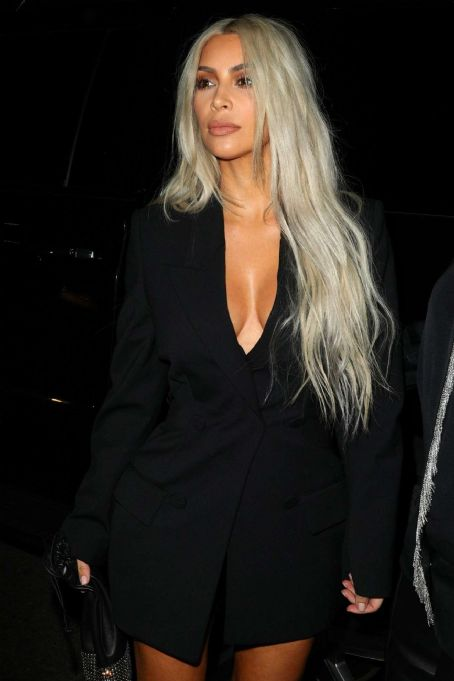 Kim Kardashian – Arriving to the Alexander Wang Fashion show in Brooklyn