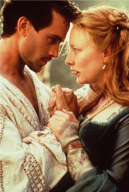 Elizabeth Cate Blanchett and Joseph Fiennes in  (1998)