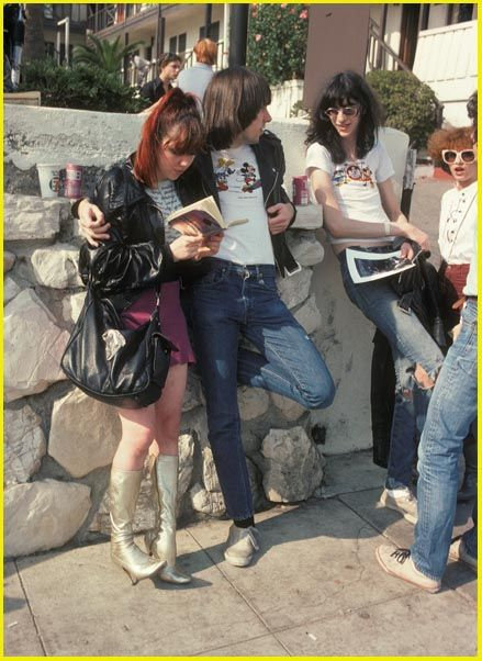 Johnny Ramone joey ramone 1976