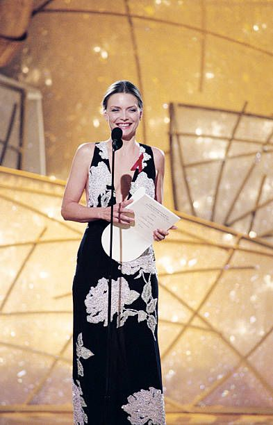 Michelle Pfeiffer - The 55th Annual Golden Globe Awards - Show (1998)