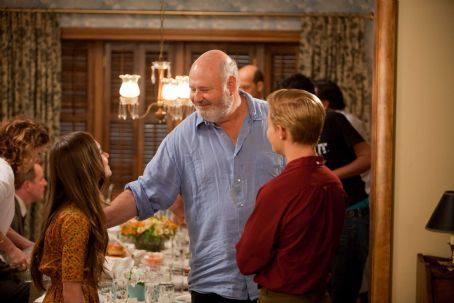 Flipped (L-r) MADELINE CARROLL, director ROB REINER and CALLAN McAULIFFE on the set of Castle Rock Entertainment's coming-of-age romantic comedy 'FLIPPED,' a Warner Bros. Pictures release. Photo by Ben Glass