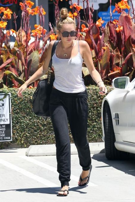 More Pictures Of Miley Cyrus Going To Pilates Class (June 30)