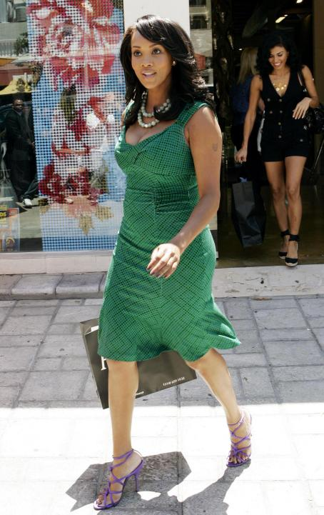 Vivica A. Fox - Vivica Fox - Shopping At The H.Lorenzo Boutique On Sunset Boulevard In West Hollywood, 19.08.2008.