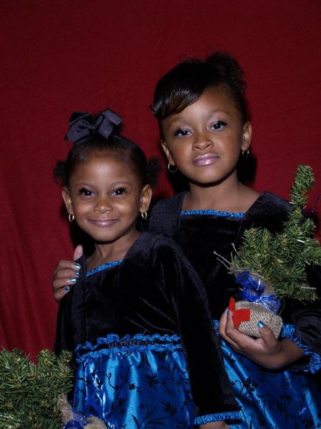 Lil' Mo 's  pretty daughters