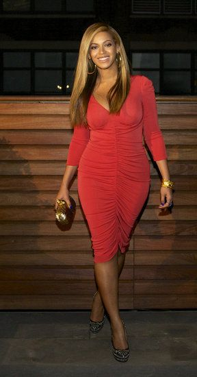 Beyoncé Reveals Hot Post-Baby Body in Tight Dress One Month After Blue's Birth!