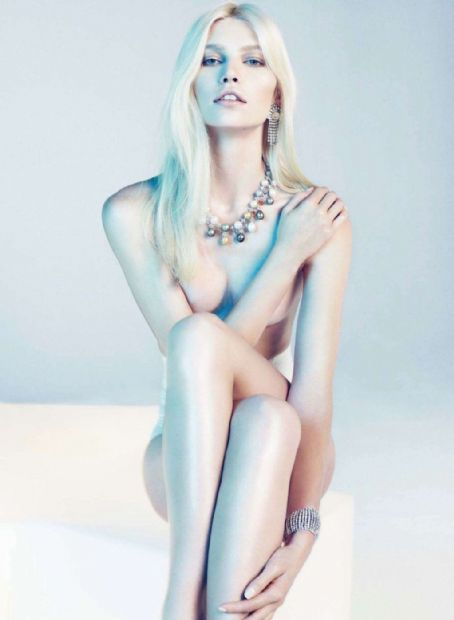 Aline Weber - Harper's Bazaar Magazine Pictorial [Spain] (December 2011)