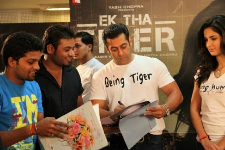 Katrina Kaif - Salman and Katrina for Ek Tha Tiger - Meet n Greet Fans