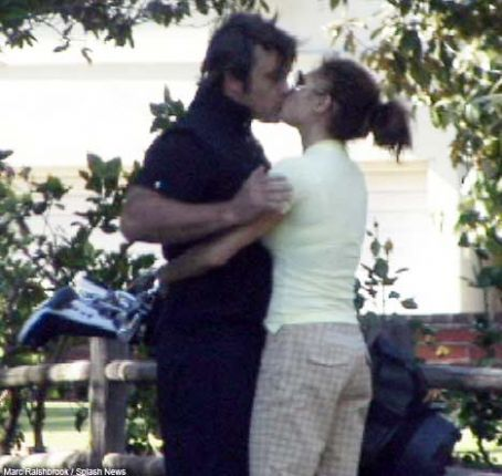 Ayda Field  and Robbie Williams kissing