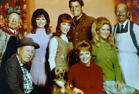 Linda Kaye Henning - The cast of Petticoat Junction the final season