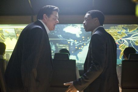 Oliver Platt (left) and Chiwetel Ejiofor in Columbia Pictures' 2012. The action film will be released November 13, 2009. Photo By:  Joe Lederer. © 2009 Columbia TriStar Marketing Group, Inc. All Rights Reserved.