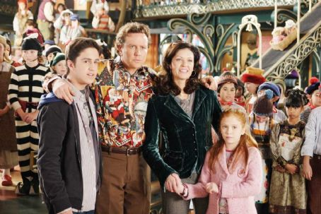 Liliana Mumy (L-R) Eric Lloyd, Judge Reinhold, Wendy Crewson, . Photo credit: Joseph Lederer © Disney Enterprises, Inc. All rights reserved.