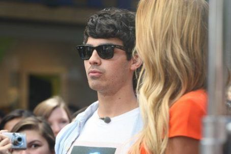 Joe Jonas and Nelly at The Grove in West Hollywood, CA (August 15)
