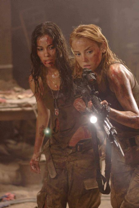 The Hills Have Eyes II Amber (Jessica Stroup) and Missy (Daniella Alonso)