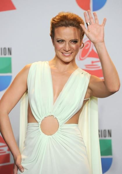 Silvia Navarro - Latin Grammy 2011 2nd appearance