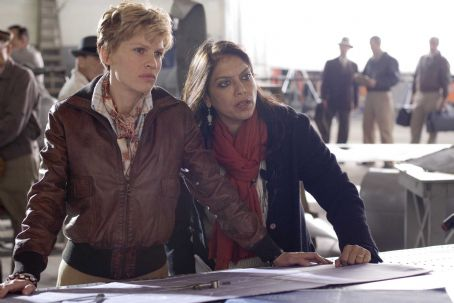 Amelia Hilary Swank and Director Mira Nair on the set of AMELIA. Photo Credit: Ken Woroner