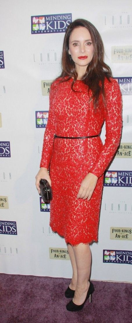 "Madeleine Stowe: arrive in style to the Mending Kids International's ""Four Kings & An Ace"" Celebrity Poker Tournament held at The London Hotel"