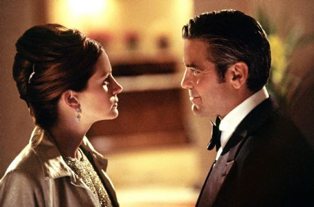Ocean's Eleven Julia Roberts and George Clooney in Warner Brothers' Ocean's Eleven - 2001