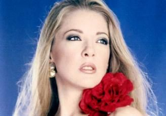 Edith González Edith Gonzalez in Salomé (2001)