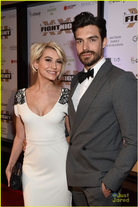 Chelsea Clears Up Joe Jonas Dating Rumors! - YouTube