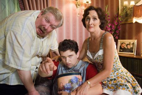 Fiona Shaw (L-r) RICHARD GRIFFITHS as Uncle Vernon, HARRY MELLING as Dudley Dursley and FIONA SHAW as Aunt Petunia in Warner Bros. Pictures' fantasy 'Harry Potter and the Order of the Phoenix.' Photo by Murray Close