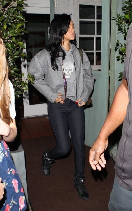 Influential Rihanna's Santa Monica Dinner Outing