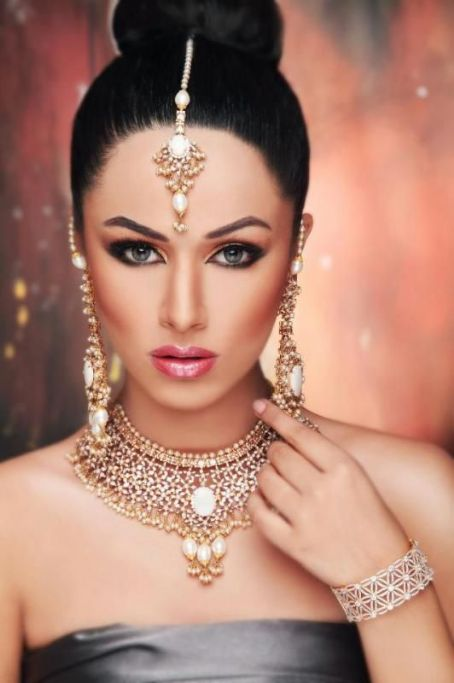 Ayyan Ali  Bridal Wedding Jewelry Photo Shoot 2013