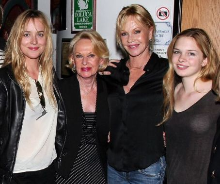 Stella Banderas Dakota Johnson, Tippi Hedren, Melanie Griffith,