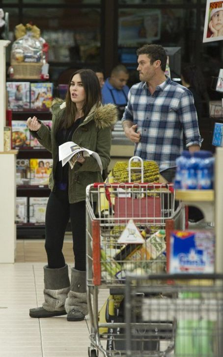 Megan Fox & Brian Austin Green Gear Up for Xmas Dinner