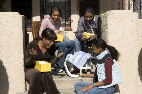 Akeelah Anderson (Keke Palmer), Tanya Anderson (Angela Bassett), Georgia (Sahara Garey) and Devon (Lee Thompson Young, clockwise from lower right) in a scene from Akeelah and the Bee. Photo credit: Saeed Adyani