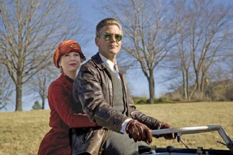 Leatherheads Newswoman Lexie Littleton (RENÉE ZELLWEGER) and Bulldogs team captain Dodge Connolly (GEORGE CLOONEY).