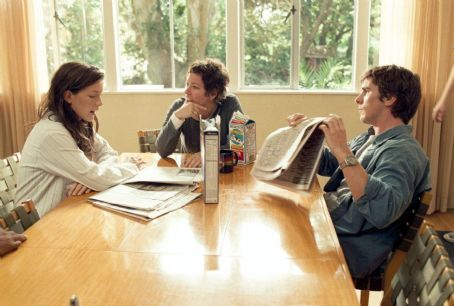 Laurel Canyon Kate Beckinsale, director Lisa Cholodenko and Christian Bale on the set of