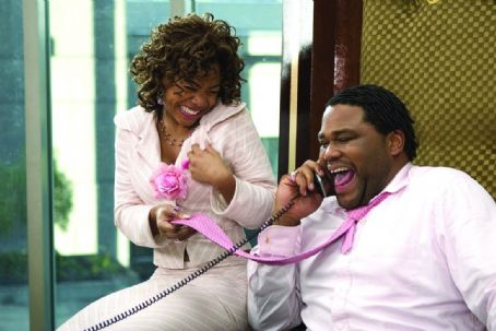 "King's Ransom (left to right) Regina Hall as ""Peaches"" and Anthony Anderson as ""Malcolm"" in New Line Cinema's upcoming film, King's Ransom. ©2004 Takashi Seida/New Line Productions"