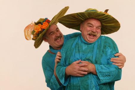 Joel Brooks  and Richard Riehle stars as the irrepressible Hat Sisters in THE MOSTLY UNFABULOUS SOCIAL LIFE OF ETHAN GREEN. Photo: Bob Sebree.