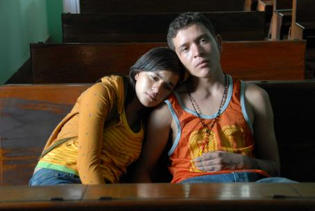 Sin Nombre - Paulina Gaian (left) and Edgar Flores (right) star in SIN NOMBRE.