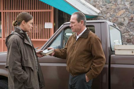 "In the Valley of Elah Charlize Theron as Det. Emily Sanders and Tommy Lee Jones as Hank Deerfield in director Paul Haggis' "","" a Warner Independent Pictures release.  Photo Credit: Lorey Sebastian © 2007  © Elah Finance V.O.F."